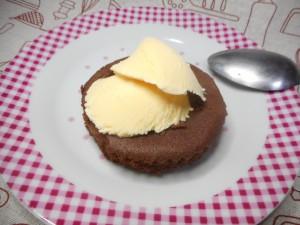 バニラアイスONチョコマドレーヌ